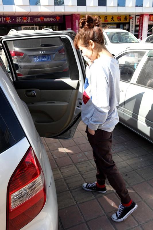 运动裤搭配图片_女生运动裤怎么搭配