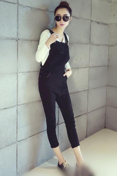 背带裤的搭配图片_女生背带裤怎么搭配