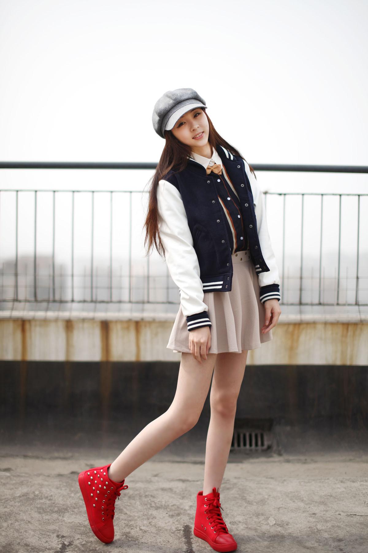 女生棒球服搭配休闲风