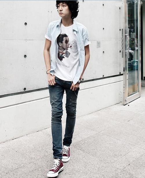 白t恤牛仔裤帆布鞋_帆布鞋搭配男