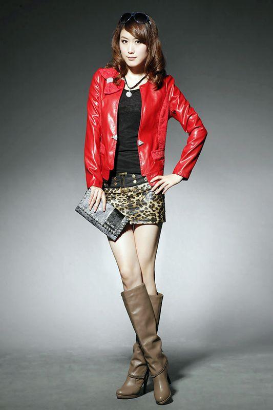 豹纹裤子上衣搭配_红色皮衣怎么搭配