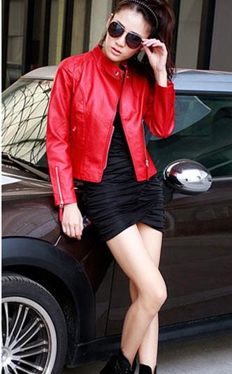红色皮衣怎么搭配