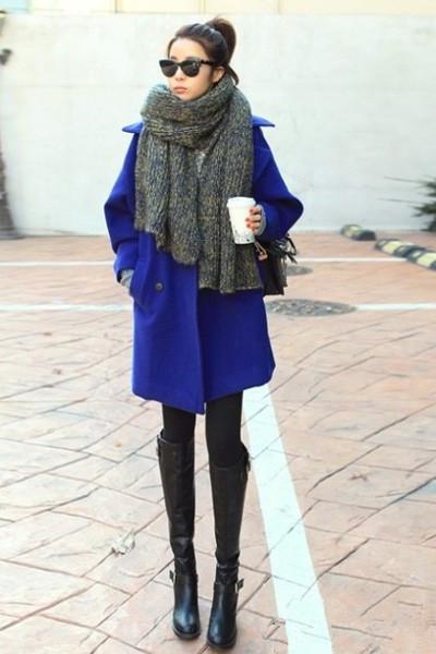 深蓝色呢子大衣搭配