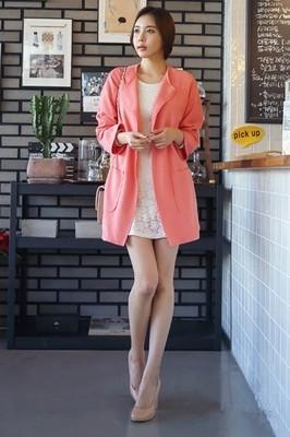 粉色风衣外套搭配