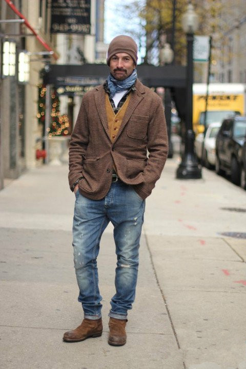 男士冬季穿衣搭配咖啡色外套搭配牛仔裤+帽子