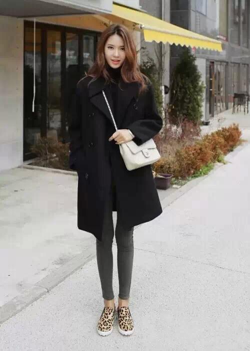 灰色毛呢裙搭配_黑色呢大衣怎么搭配