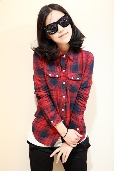 红格子衬衫搭配黑色休闲裤